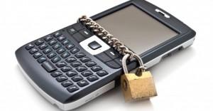 smartphone verrouillé avec un cadenas